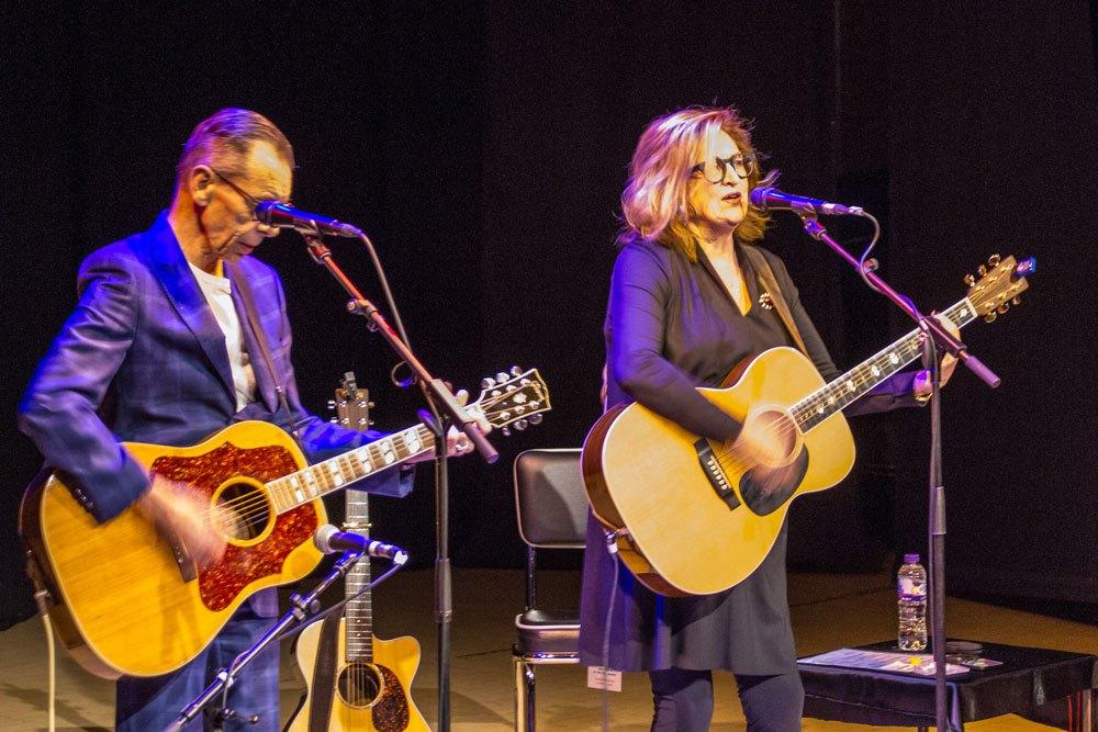 Rab Noakes & Barbara Dickson in concert
